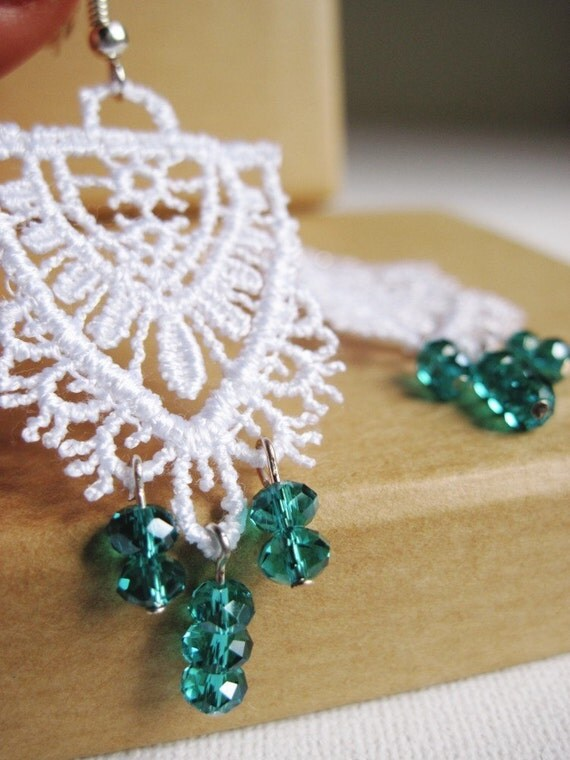 Vintage Freshness - dangle earrings with italian lace and emerald faceted glass beads 4 mm