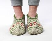 Ornamental hand knit wool socks slippers for men