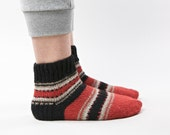 SALE 20 % Colorful red black warm hand knitted socks for men EUR 42 / 43 - US 9 / 9,5 / 10