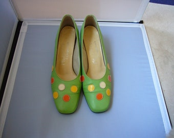 60's apple green leather shoes with leather polka dots - size 6M