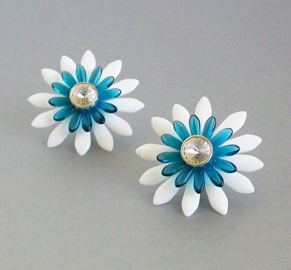 Maribel Bloomin' Button Earrings - White and Turquoise with Silver Posts