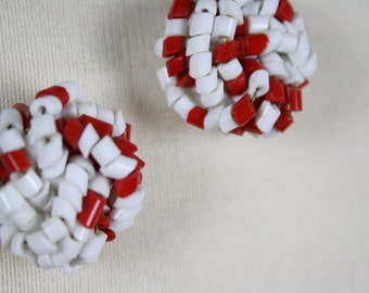 vintage earrings 1970s white and red beaded twist posts UGA