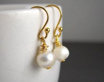 Ivory White Pearl Earrings on 14K Gold Earring Hooks, Freshwater Pearls, Gift Idea, Elegant, Classic