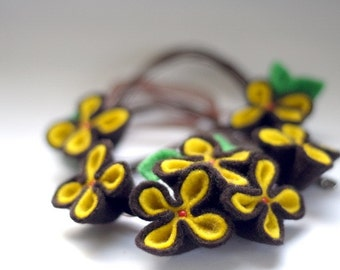 SALE Pansy Necklace, Felt Flower Necklace, Yellow and Brown Flowers