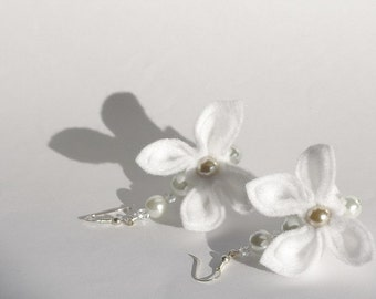 SALE White Flowers and Pearls, Earrings