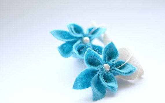 SALE Turquoise Felt Flower Earrings