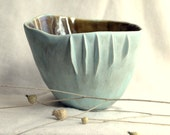 Seaside - Porcelain bowl with sculptural details.