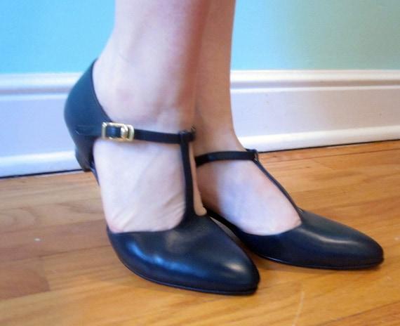 CLASSIC/ Dark Navy Blue, Round Toed T-Strap Kitten Heels Size 6.5/7