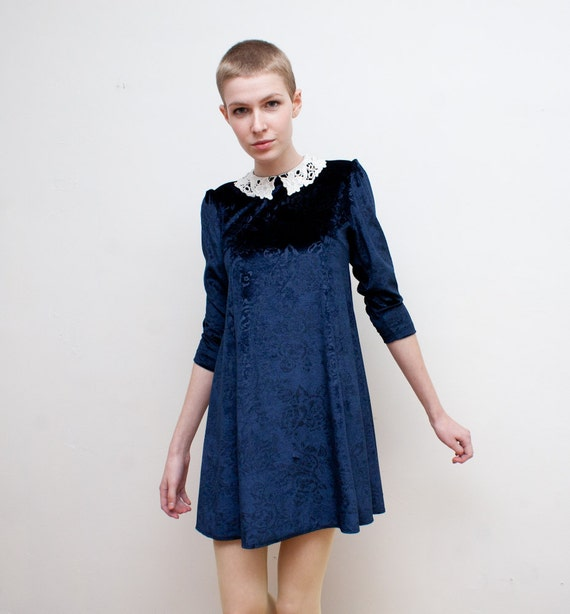 vintage babydoll dress / blue velvet / lace collar / XS