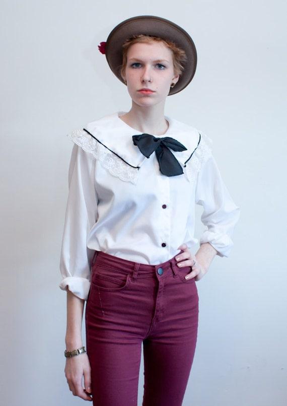 vintage bow blouse / lacy collar blouse / M-L