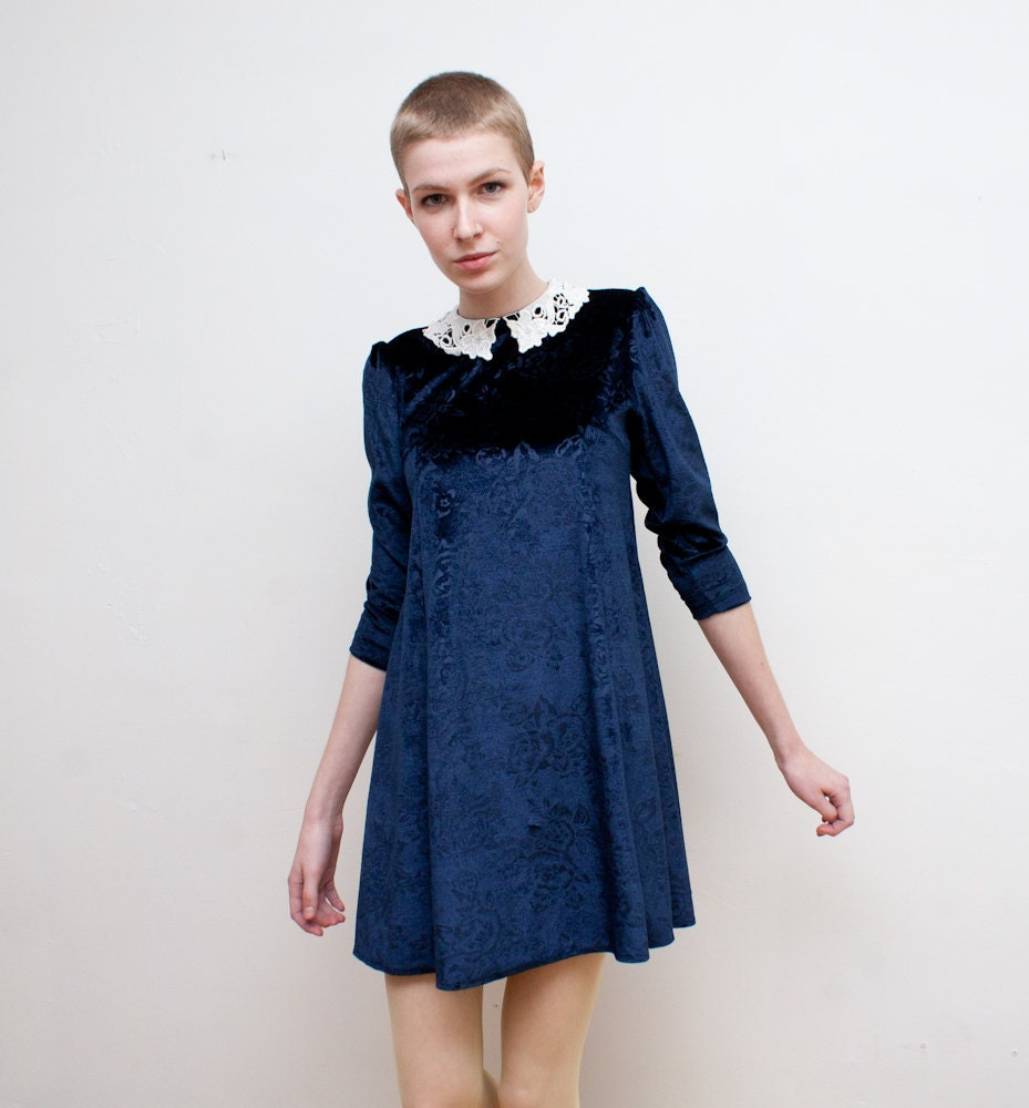 vintage babydoll dress / blue velvet / lace collar / XS