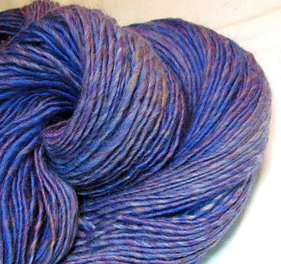 HALF OFF SALE Handspun Yarn Gently Thick and Thin Single Colonial Wool 'Rhapsody'