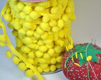 Riley Blake regular pom pom in yellow - 2 feet only