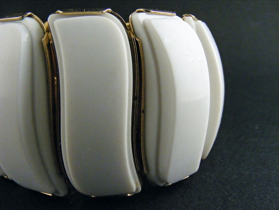 Vintage Cuff Bracelet Wide Coro White Acrylic Expansion
