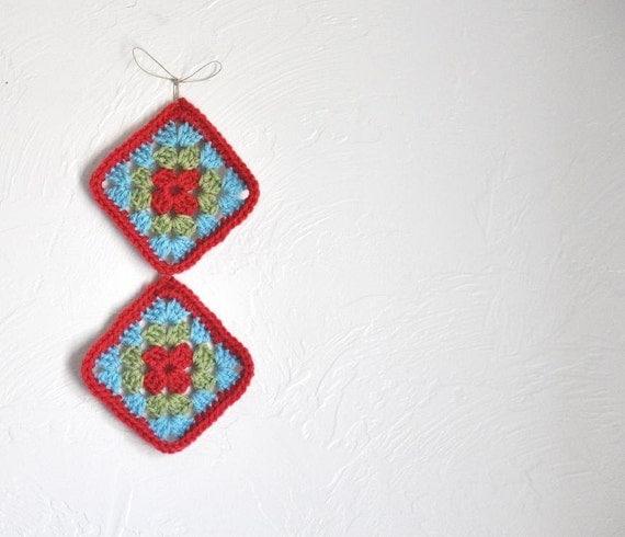 PIF - 2 Crochet Granny Squares Retro Hippie Bohemian Clothing Appliques