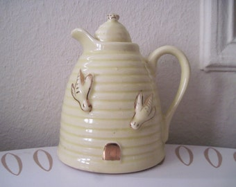 Beehive & the Honey Bee, vintage Yellow and Gold Ceramic Ringware Syrup Pitcher, made in USA