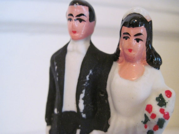 SOMETHING OLD - 1940s Bride and Groom - vintage Wedding Cake Topper - chalk ware, figurines