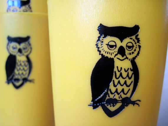 OWL PLASTIC TUMBLERS, vintage retro Mustard Yellow glasses - set of 6