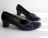 vintage 1960's low pumps with bow detail, midnight blue
