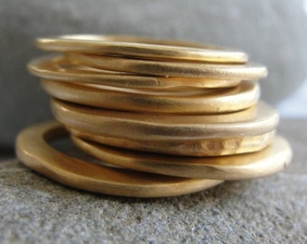 Stacking Rings , Gold Stacking Rings , Gold Plated Ring , Rings Set , Hammered 5 Band Gold Stacking Ring Set ,