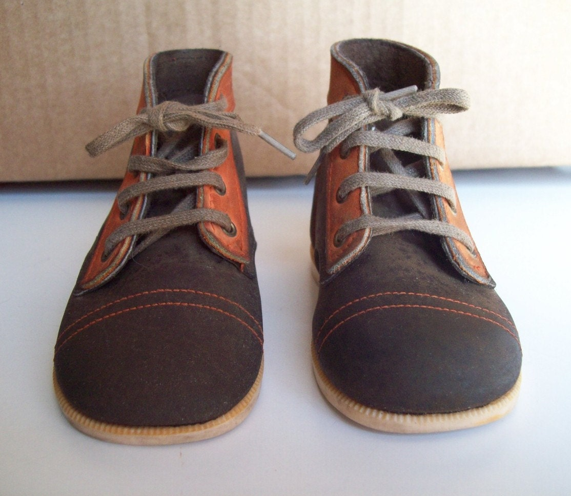 SALE Vintage Baby Deer leather shoes size 4