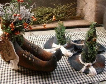 Primitive halloween Witches boots and 3 witches hats