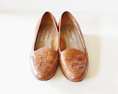 20 Dollar Sale...Vintage Pappagallo WOVEN Loafers - Brown Leather - Women 7 Narrow
