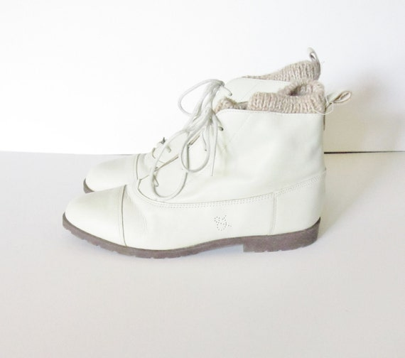 Vintage 80s GRANNY Ivory Ankle Boots - Sam & Libby - Women 8.5