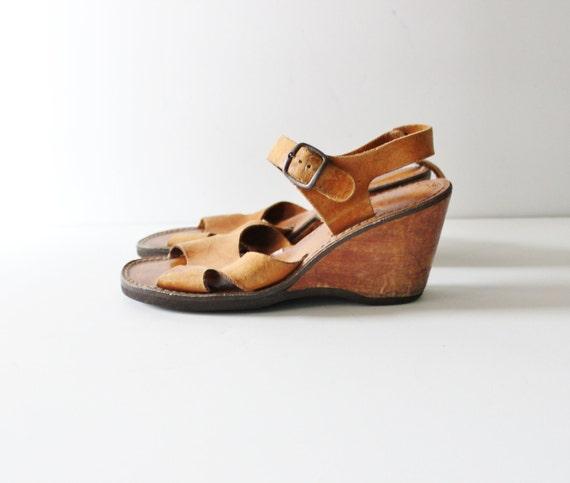 10 Dollar Sale - Vintage 70s Wedge Sandal - Tan Leather Women 7