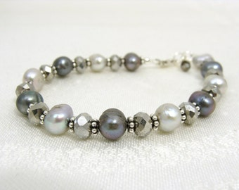 Shimmery grey and silver pearl bracelet
