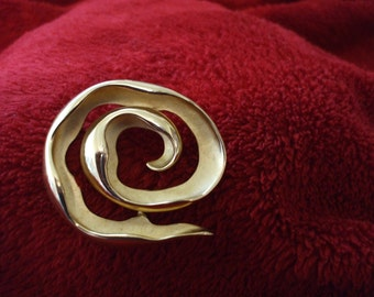 """Krementz Gold Tone Brooch,  Pin,  Polished and Frosted Finish, 1 3/4"""" Diameter"""