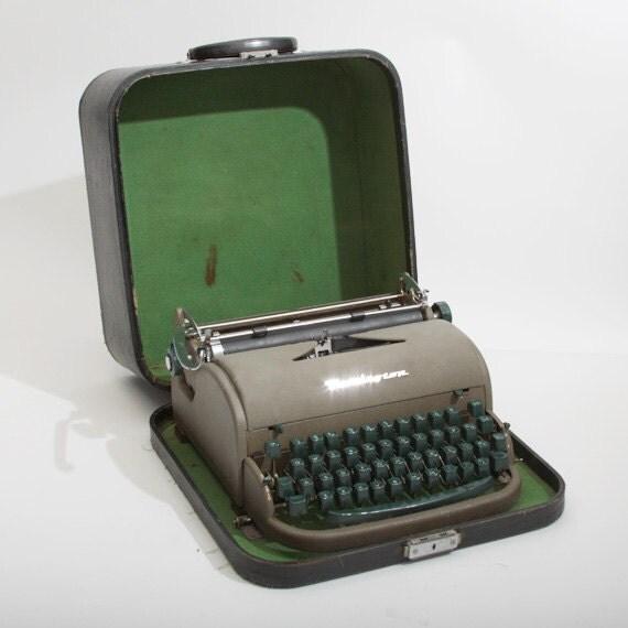 Vintage Remington Rand Manual Typewriter