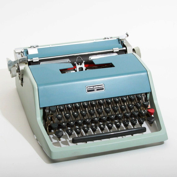 Very Clean Olivetti Underwood 21 Manual Typewriter with Case Sale