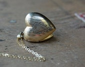vintage heart locket / 1950s jewelry / HERALD