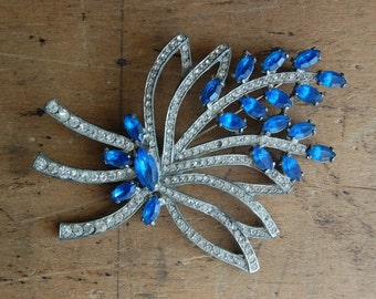 vintage rhinestone brooch / 1940s jewelry / PATINAGE