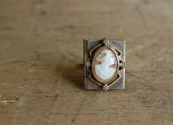vintage locket ring / 1930s jewelry / DECENT FOLK