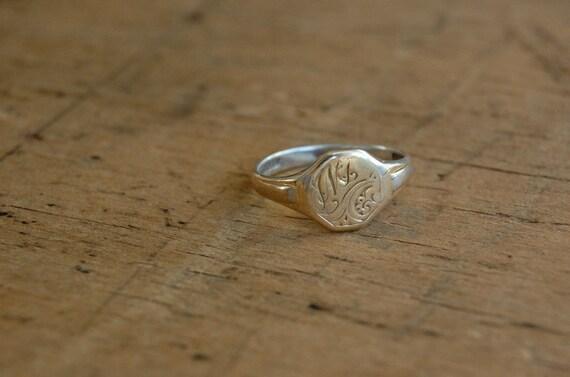 antique signet ring / 1920s jewelry / VERULAMIUM