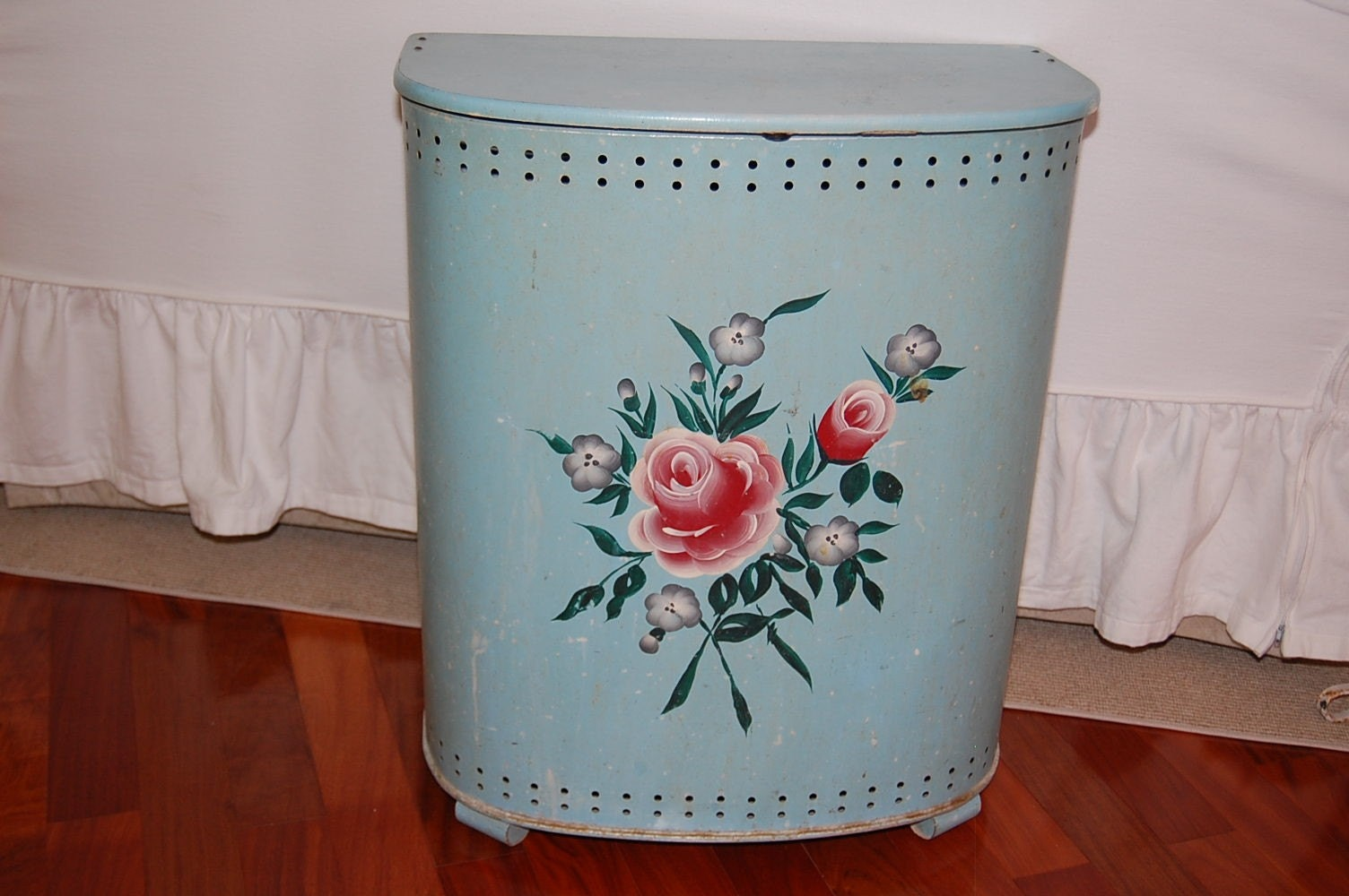 Vintage BLUE METAL DETECTO LAUNDRY HAMPER WITH FLOWERS