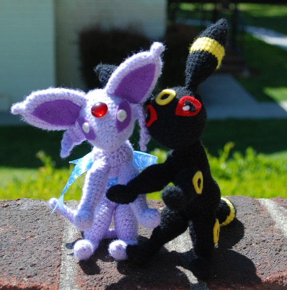 Crochet Umbreon : Umbreon and Espeon Plushie pair by NimbusCloud on Etsy