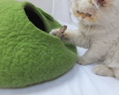 Cat cave/Cat bed/Cat house/Cat vessel. Handmade from natural wool. Green/Grey