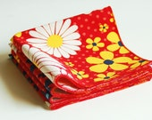 Set of 4 Red Organic Cotton Cocktail Napkins in Country Daisy