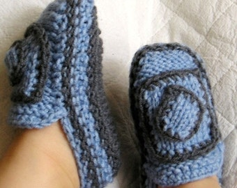 Knitting Pattern (PDF file) - Baby Moccasins with knit Accessory (0-6/6-12 months)