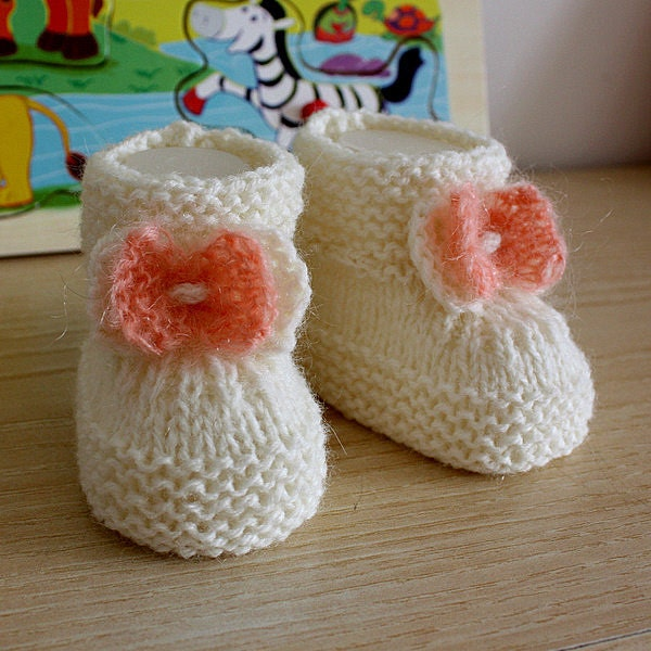 Christmas Baby Booties Knitting Pattern : Knitting Patterns PDF file Baby Booties with Knitted Bow