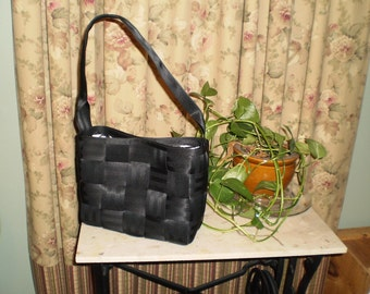 Black Purse (satchel style) 1 Handle/Quilted Lining