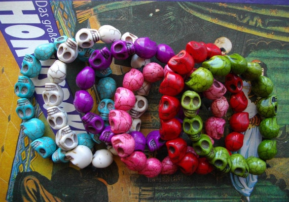 Psychobilly real turquoise skull beads bracelet in green or pink