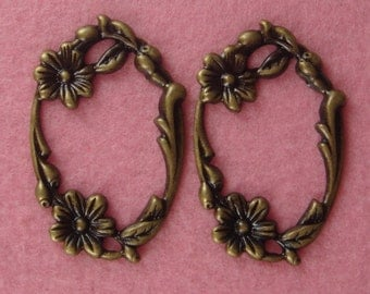 FF-600-38  6 Pcs  Antique Brass Floral Pendant, NICKEL FREE