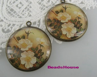 2 Pcs(30mm) Pretty Antique Brass Plated Resin Glossy Pendant/Charms-Vintage Flower