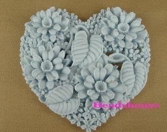 324-00-CA  2pcs Heart Shape Flower Garden Cabochon-Lt Blue.