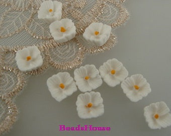 663-02-WH-CA  10 Pcs Petite Lilac Cabochon, White w/Yellow Centre