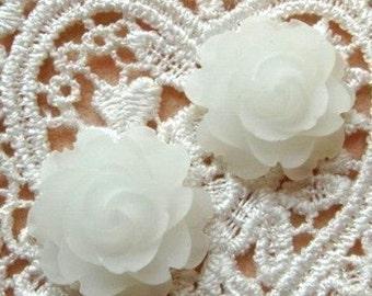 40-00-MTW-00-CA  2 Pcs  Flat Back Roses Cabochon - Frosty White